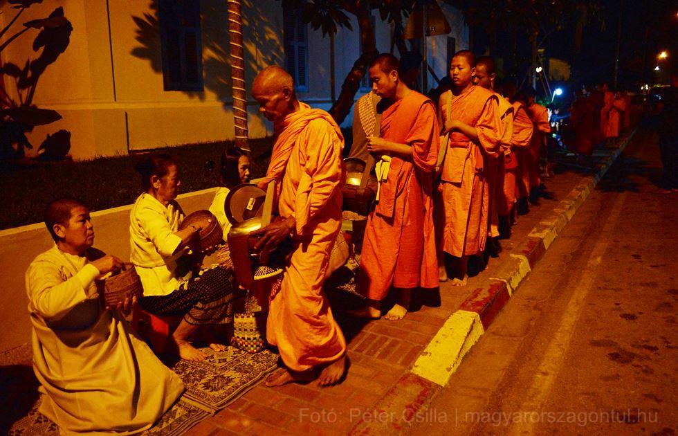 Alamizsna gyűjtés buddhista szerzetesek index