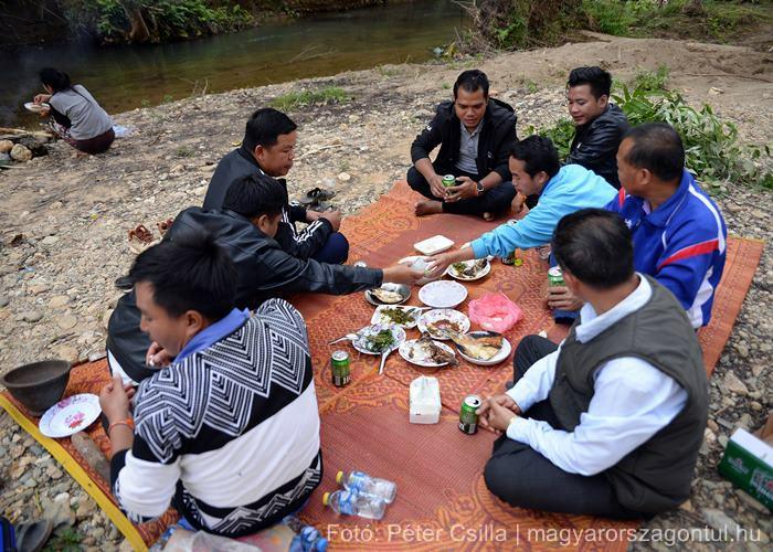 Laosz emberek piknik