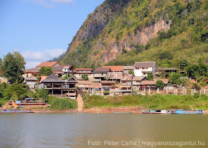 Laosz falu