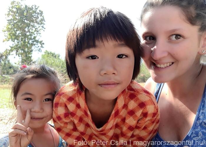 Laosz Ban Na gyerekek szelfi