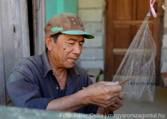 Laosz falu bácsi Ban Na
