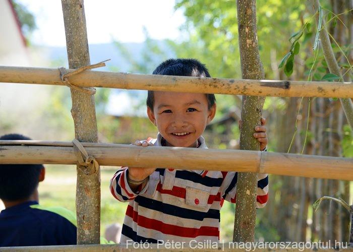 Laosz gyerek