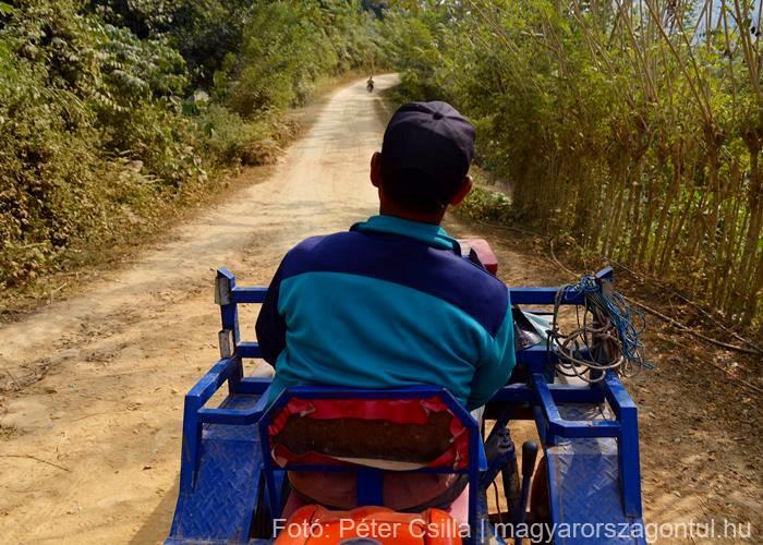 Séta Laosz stoppolás traktor